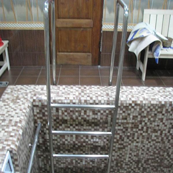 Лестницы для бассейнов - Услуги
