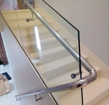 Перила со стеклянной панелью